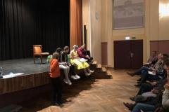 """Beginn des Vortrages mit Claudia Gogolin, die ihr Buch """"Kuh Gerda auf der Suche nach dem Glück"""" vorstellte"""